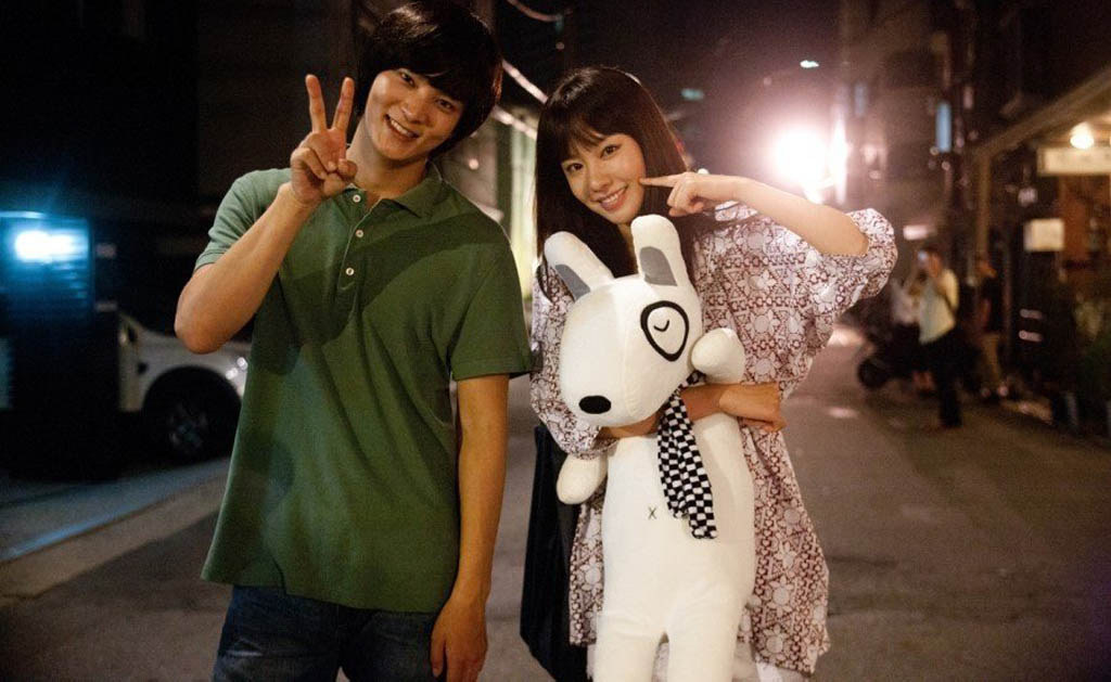Awww! Are they cute or what? Joo Won, left, and Kim Ah-joong in a flashback scene in the Korean romantic comedy Catch Me (Steal My Heart).