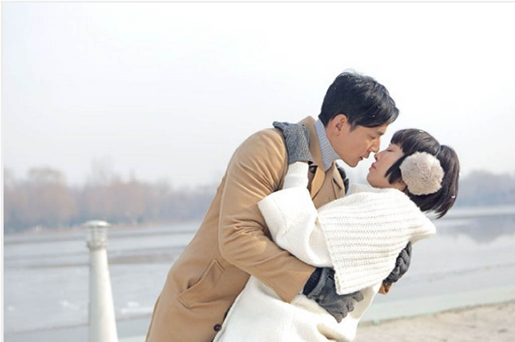 Dr. Liang (Daniel Wu) and his patient Xiong Dun (Bai Baihe) in the Chinese film, Go Away Mr Tumor. Xiong has watched lots of Korean TV dramas and she has a crush on Dr. Liang, so she imagines many scenes like this one.
