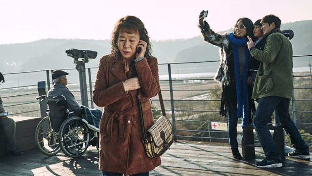So-young (Youn Yuh-jung) takes her friends on a day trip to the Demilitarized Zone in this scene from the Korean film The Bacchus Lady.
