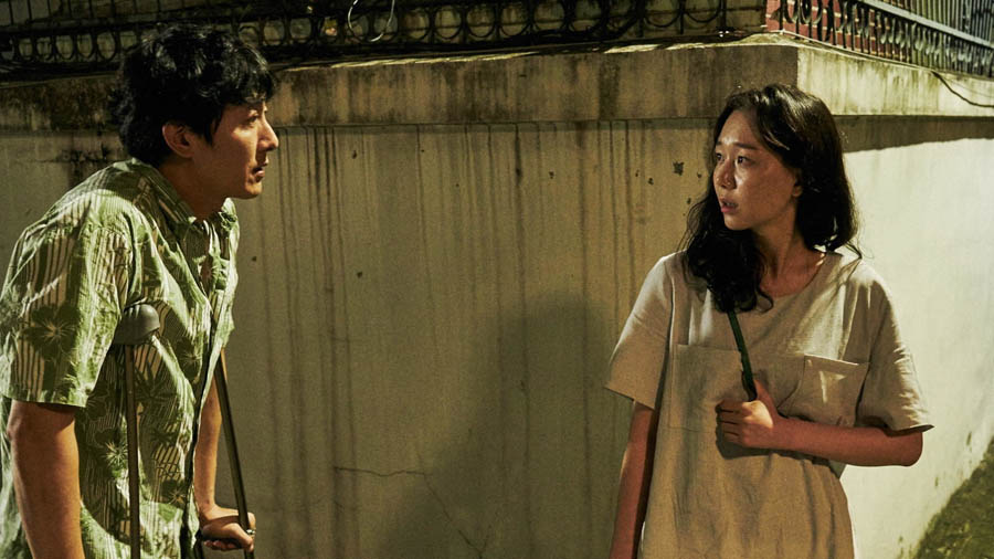 Kim Joo-hyuck and Lee You-young in the Korean film Yourself and Yours, by Hong Sang-soo.