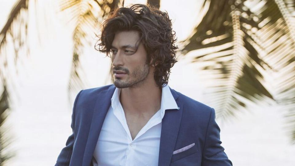 Vidyut Jammwal as Captain Karanvir Singh Dogra in the film Commando 2: The Black Money Trail